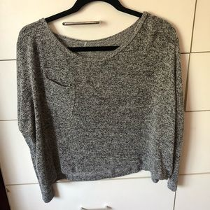 Sweaters - Cropped long sleeve sweater